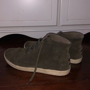 Army green TOMS lace up shoes